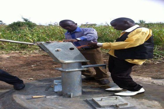Construcción pozo en Ikoba
